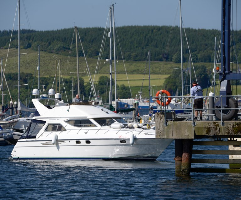 Services & Facilities at Rhu marina