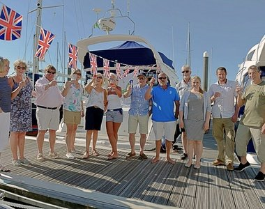 Medina Yacht Club always up for a drink