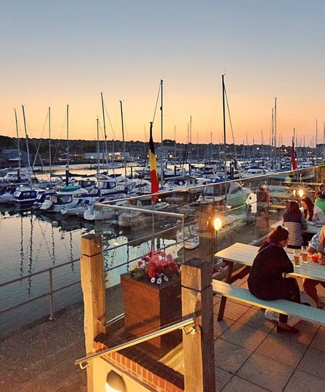 Peaceful evening dining